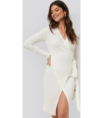 na-kd tie front knit dress - white
