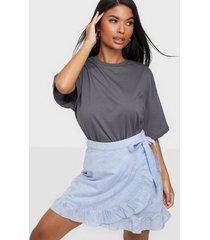 pieces pcmarth mw wrap skirt bc minikjolar