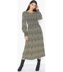 moss copenhagen celina morocco ls smock dress aop långärmade klänningar