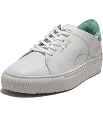 tenis blanco con verde lourdes 2
