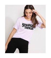 camiseta stranger things flocada manga curta decote redondo lilás