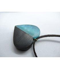 drewniany wisiorek serce czarny dąb+błękit