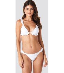 gerda x na-kd low cut frilled bikini bottom - white