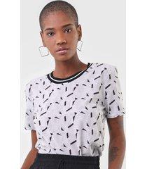 camiseta cativa geométrica cinza