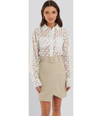 na-kd classic kjol med bälte - beige