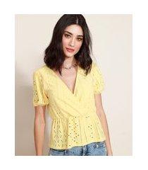 blusa de laise feminina com transpasse manga bufante decote v amarela