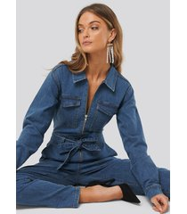 na-kd denim belted jumpsuit - blue