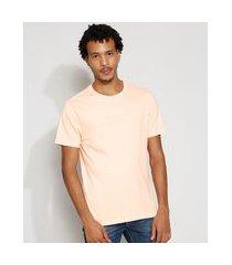 """camiseta masculina manga curta no time for fake people"""" com bordado gola careca coral"""""""