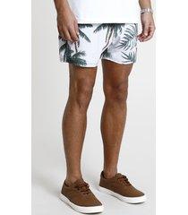 short masculino estampado tropical com bolso bege claro