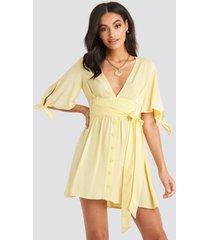 na-kd belted deep v mini dress - yellow