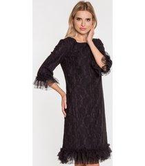 czarna sukienka z falbanką