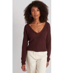 na-kd deep front v-neck knitted sweater - burgundy