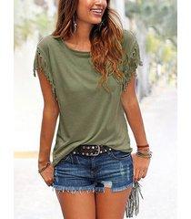 camiseta con mangas con borlas en verde militar cuello
