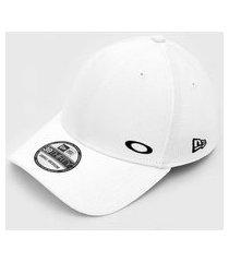 boné oakley tinfoil cap 2.0 new era branco