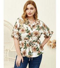 blusa de media manga con estampado floral y cuello de solapa de talla grande