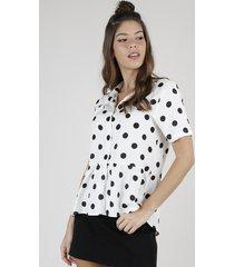 camisa feminina ampla estampada de poá com babado manga curta off white
