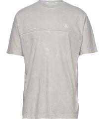 lava dye tee t-shirts short-sleeved grå calvin klein jeans