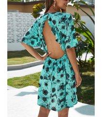 vestido sin espalda tropical verde con vestido con ribete de volantes