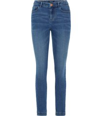 slim fit jeans stretchy
