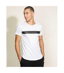 camiseta masculina slim com recorte contrastante manga curta gola careca branca