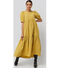 na-kd boho puff sleeve pleated tiered midi dress - yellow