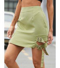 minifalda con detalle de hebilla lateral yoins