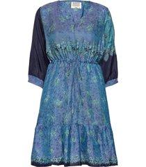 saricr dress silk knälång klänning blå cream