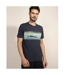 camiseta masculina paisagem manga curta gola careca azul escuro