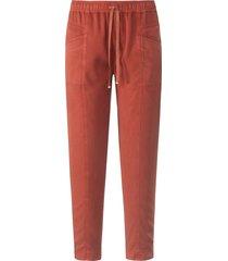 enkellange broek in jogg-pant-stijl model cornelia van peter hahn oranje