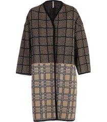coat over bicolor