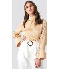 na-kd classic high neck wide cuff blouse - beige