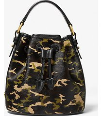 mk borsa a secchiello carole piccola in pelle effetto cavallino camouflage - orzo (naturale) - michael kors