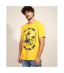 """camiseta masculina caveira feel the vibe"""" flocada manga curta gola careca amarela"""""""