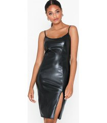 nly one leather look slit dress fodralklänningar