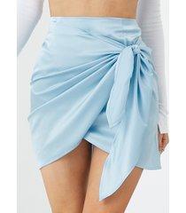 minifalda de satén con diseño de lazo de yoins