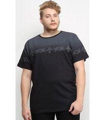 camiseta gajang degradê estampada plus size masculina