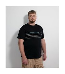 camiseta manga curta com estampa localizada de listras e bolso - plus size | ripping | preto | eg i