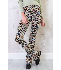 flared broek cheetah pastel