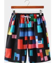 shorts con cordón y estampado geométrico en bloques de color multicolor para hombre