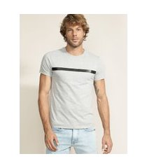 camiseta masculina faixa em cirrê manga curta gola careca cinza mescla