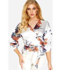 blusa blanca diseño mangas de linterna con cuello en v con estampado floral al azar