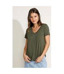 camiseta feminina básica manga curta decote v verde militar