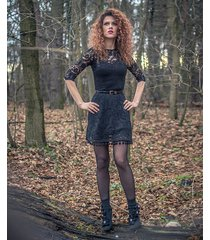 koronkowa sukienka z pomponami
