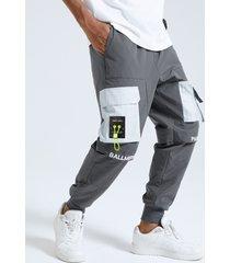 cintura con cordón con estampado de bloques de color de letras para hombre carga pantalones