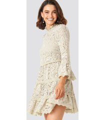 queen of jetlags x na-kd high neck a-lined lace dress - beige