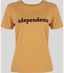 """t-shirt feminina mindset """"independente"""" manga curta decote redondo mostarda"""