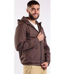 chaqueta con capota y bolsillos laterales café