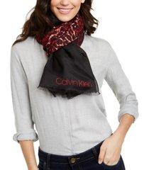 calvin klein diagonal-ombre leopard-print scarf