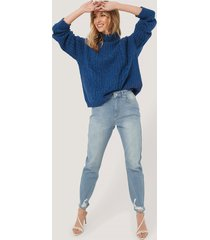 na-kd distressed hem mom jeans - blue