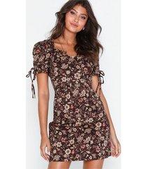 glamorous floral dress fodralklänningar